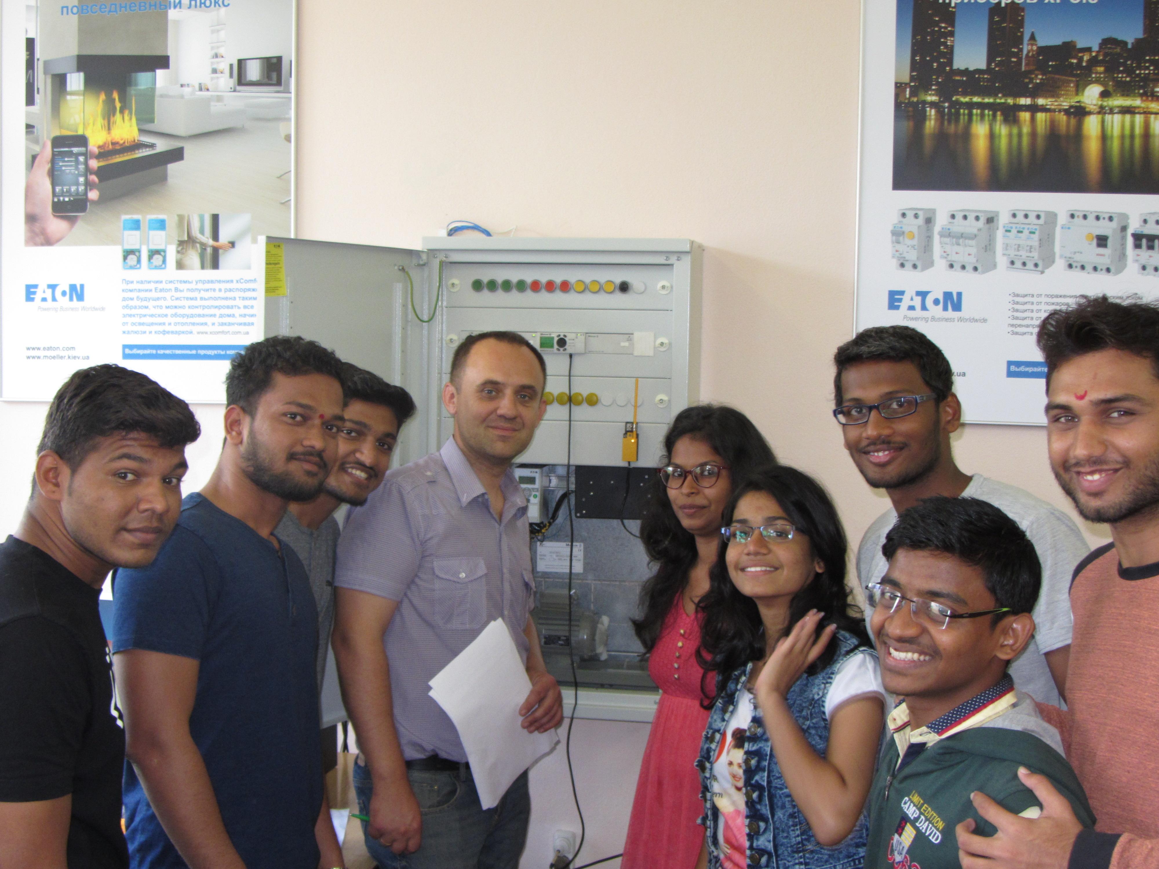 Практика студентів з Індії на кафедрі АЕМС-ЕП КПІ ім. І. Сікорського Король С.В., студенти з індії, практика, лабораторія ФЕА